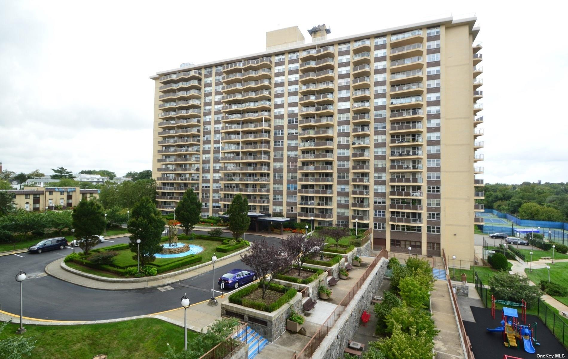 This sleekly renovated ultra spacious 1BR apt. offers an open concept kitchen w/custom cabinetry, high end stainless appliances & granite countertops. Custom lighting thru-out + ample terrace w/stunning water views! Purchase a lifestyle in this luxury bldg w/a 24hr doorman, security, heated pool & spa, tennis courts & an ultra modern, leading edge gym. On premises deli & restaurant, cleaners, reasonable parking & so much more! Live this deluxe lifestyle while also being in ultra close proximity to ALL!