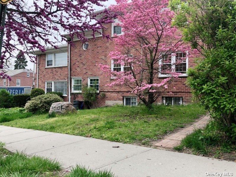 85-05 148 STREET, BRIARWOOD, NY 11435