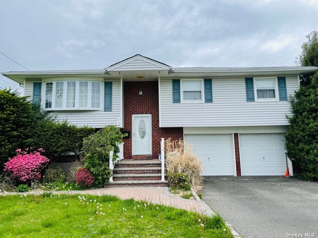 Beautiful HIGH RANCH in Hicksville. EIK , Formal living , dinning, 5 bed  bedrrom  2 bath . Wood floor throughout the main level. MOther Daughter with Proper permit. 2 Attached car garage.  Over size lot 10500sqft. don't miss this one .......