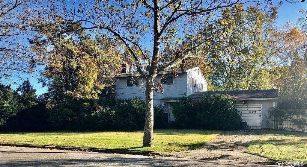 3 Milligan Street, Dix Hills NY 11746