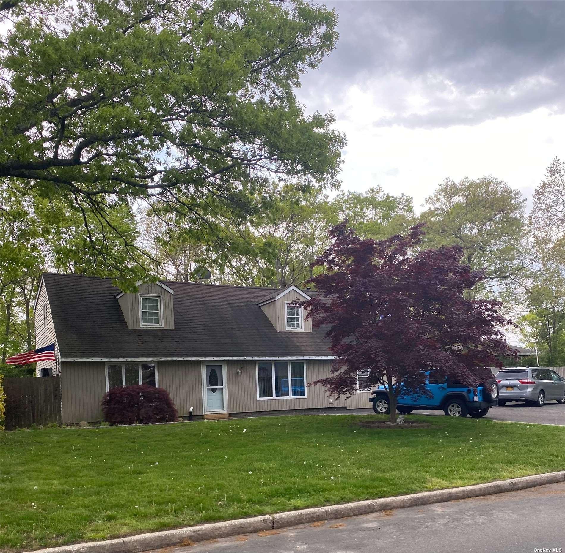 4 Jewel Drive, Holtsville NY 11742