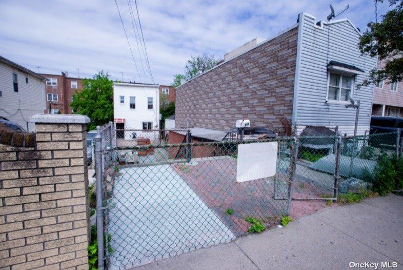 Single Family 83rd Street  Brooklyn, NY 11236, MLS-3317108-15
