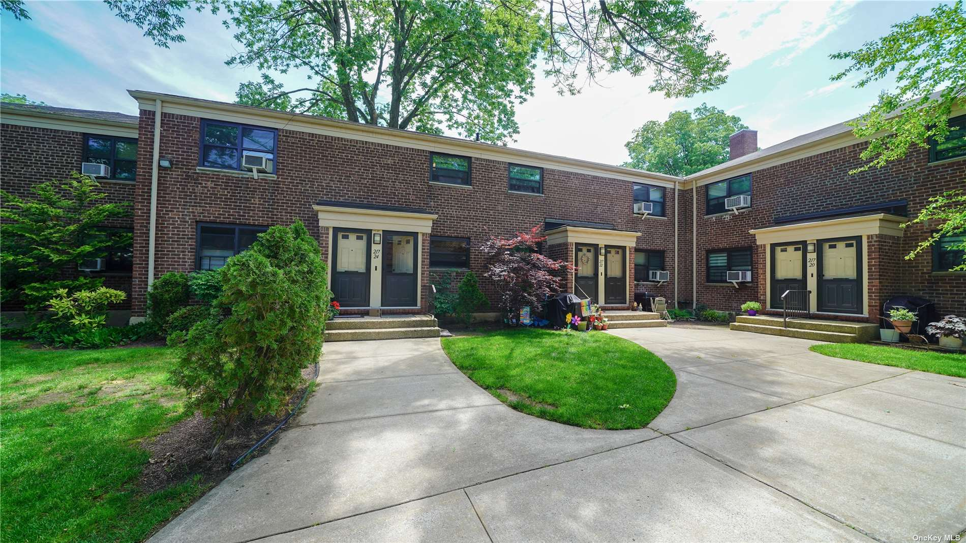 Nice updated upper unit in the heart of Bayside's Windsor Oaks. Oaks. Setback in a beautiful courtyard, this  unit Features Living Room, DIning Area, 2 Bedrooms, and Full Bath. Close to Schools, Shopping and Transportation.