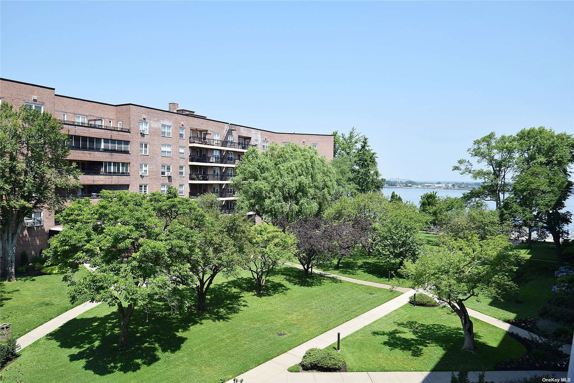 Make this Spectacular Waterview 1300 square foot 1 bedroom your own.  Open Concept. Huge walk in closets. Luxury  Hi Rise Coop featuring 24 hour Doorman, Olympic size outdoor Pool Overlooking Bridge and Long Island Sound. Luxury living.