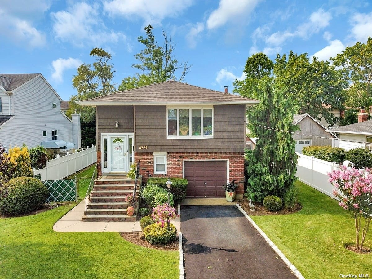Mint In Line 4BR/2BTH Hi Ranch offers Maple/Corian Eat In Kitchen, Pull Out Cabinetry , Skylight & Tile Backsplash, Central Air Conditioning, Crown Moulding, Oak Bannister, Hi Hat Lighting,Roof 20 yrs old, Chair Railing, Many Andersen Casements, Oil Heat-2 Zone Above Ground Oil Tank, 13 yr old Whirlpool Kitchen Appls, Updated Interior Doors, Master BR has Double Closet and Organizer, Cedar Coat Closet, Slider from Den to Rear Yard, In Ground Sprinklers-5 Zone, Gas Next Door, Brick & Cement Patio.
