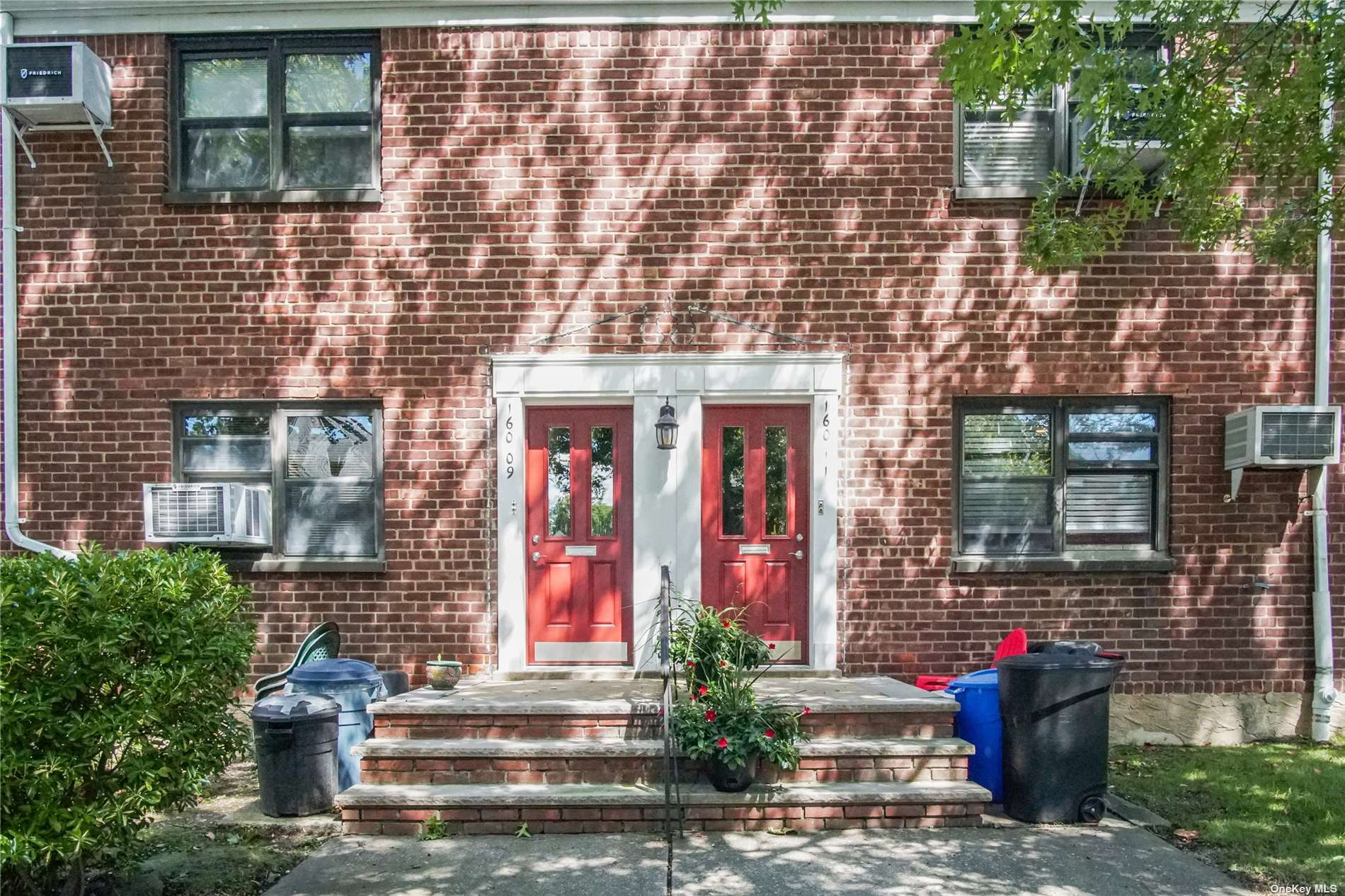 Lovingly maintained by longtime owner, this unit is on a quiet tree-lined street, close to buses, schools, and shops. Walk to Francis Lewis Boulevard and Utopia Parkway. Convenient lower unit with southern exposure, hardwood floors, and extra closets/storage space.