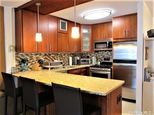 Renovated Open Kitchen,Bath, Living/Din.Room,Bedroom,View Of The Bridges,The Bay & The Manhattan Skyline. 24Hr.Doorman/Security.State Of Art Gym.Shopping Arcade W/ Restaurant/Deli/Grocery Store. Beauty Spa,Pool,Gym & Tennis.Close To All Shopping And Transportation. Total Maint. $1134.82 Inc. G+E & Taxes. +$150 Assessment ending 12/2024= $1284.82
