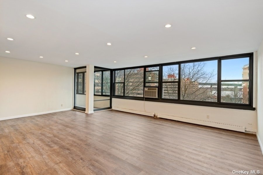 Modern, Custom And Designer Renovation Just Completed Throughout The Entire Home - Waiting For Your Personal Touches. Water and Bridge Views From Oversized Living Room Windows And Outdoor Terrace.  Washer Or Dryer On Every Floor. No Dogs Allowed. Le Havre Amenities: A Fitness Center, 2 Outdoor Pools, 3 Tennis Courts, Clubhouse, Fitness Center, And Restaurant.