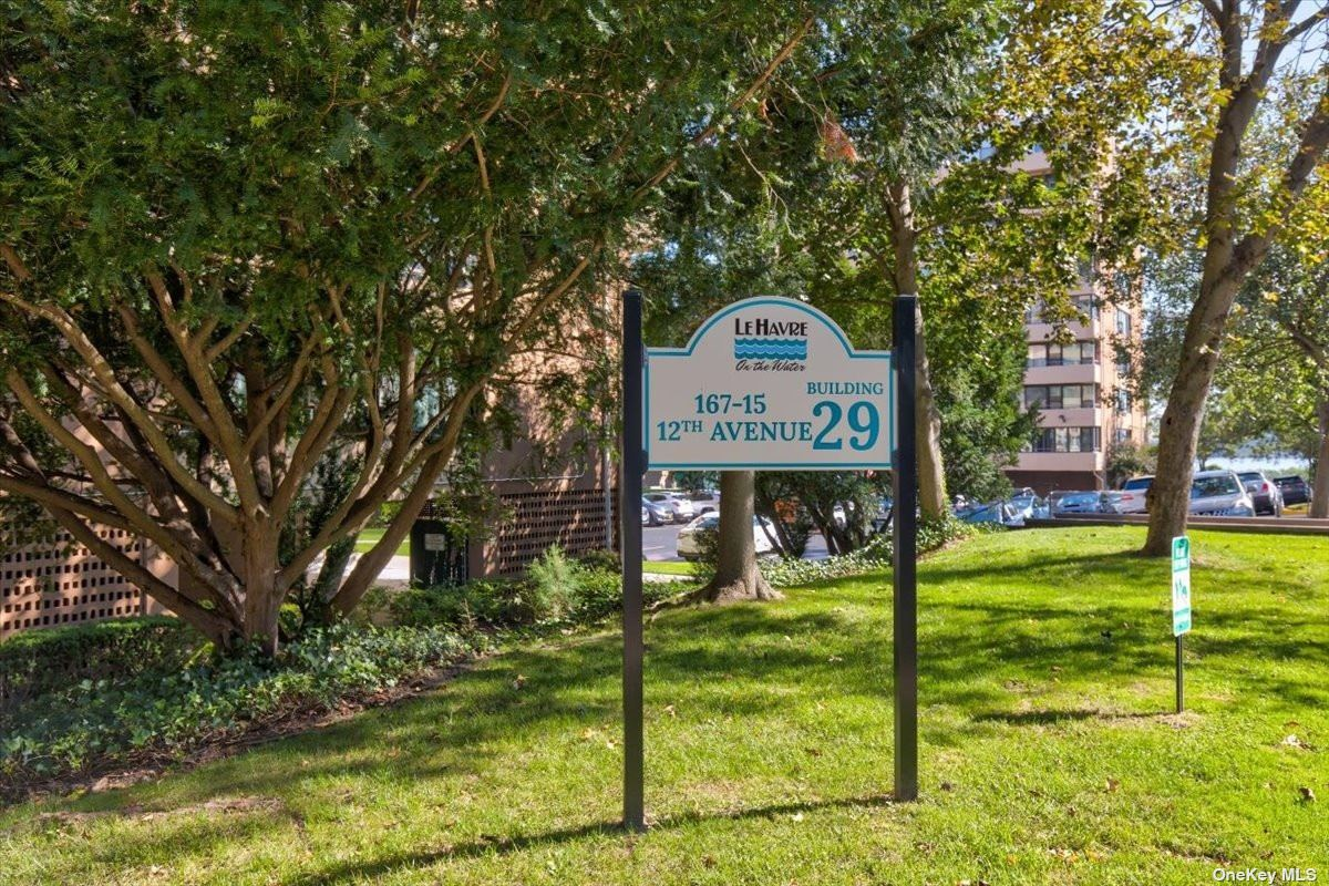 Beautiful 1 bedroom coop in Whitestone. Amenities include pool, gym, clubhouse, tennis courts and cafe. 525 shares, approx 800 square feet.
