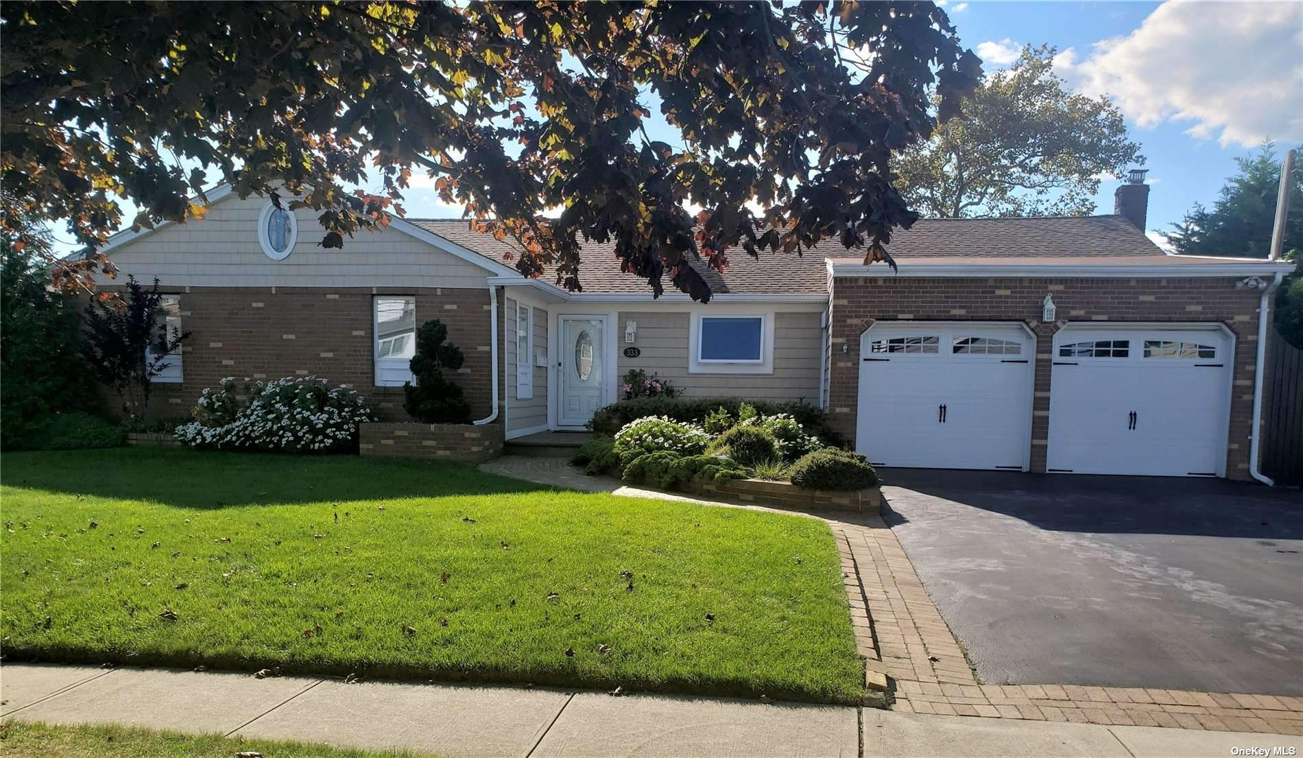 Beautiful Home on Unqua Point / Nassau Shores ! 4 houses from Bay! Stunning views and room for your boat! Beautiful yard, all large rooms, New Kit & Baths , Hardwood floors, new heating system lots of storage, and guest quarters,