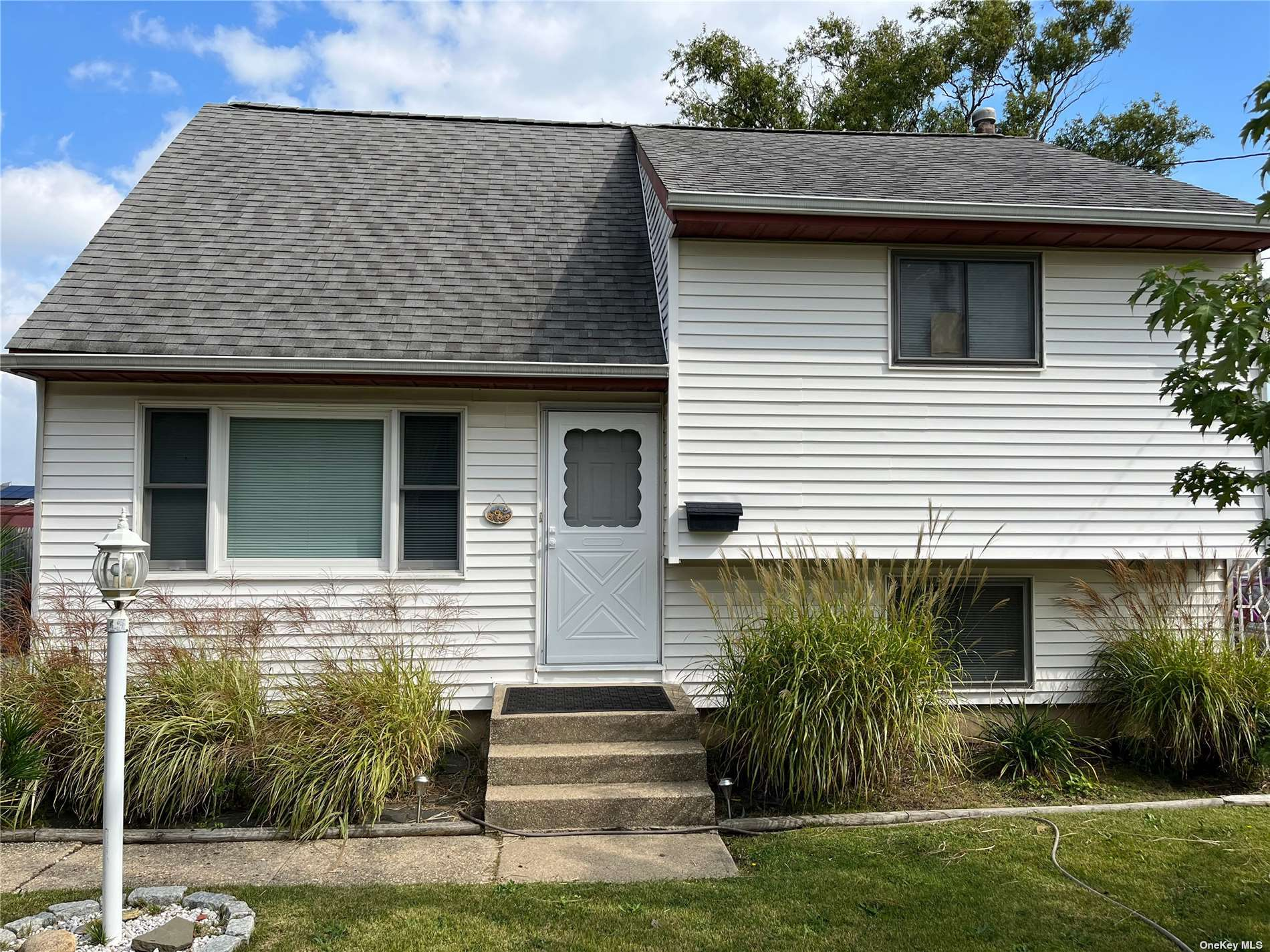3 Bedroom, 1 1/2 bathroom home in Copiague. Move right into this beautifully done 3 bedroom, 1 1/2 bathroom split level. Gleaming oak floors through dining room and kitchen. Updated appliances. Tile floors in sun room and den/office. Canal is approx 80' wide. Room for up to a 50' boat.