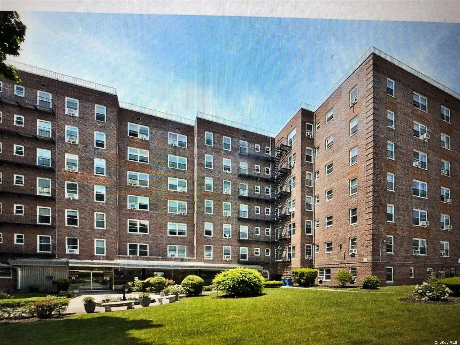 84-50 169 Street 301, Jamaica Hills, NY 11432