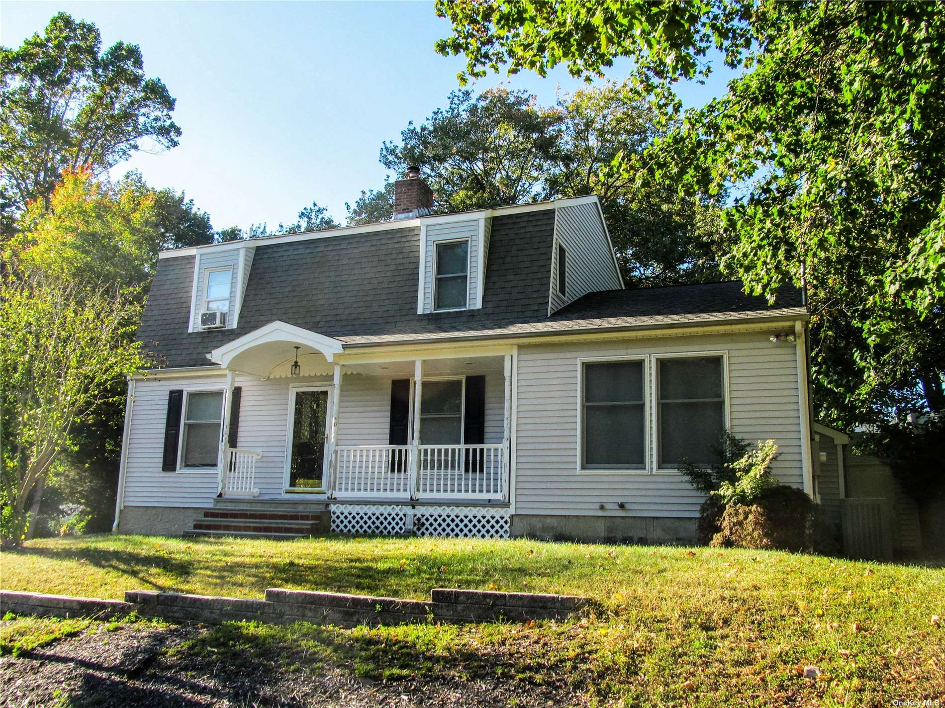 Welcome Home! This Home Has So Much To Offer: Hardwood Floors, Brand New Kitchen With Stainless Steel Appliances And Quartz Countertops, Large Den, Updated Baths, 1.5 Car Garage, Full Basement, Central Air Conditioning....Don't Wait!