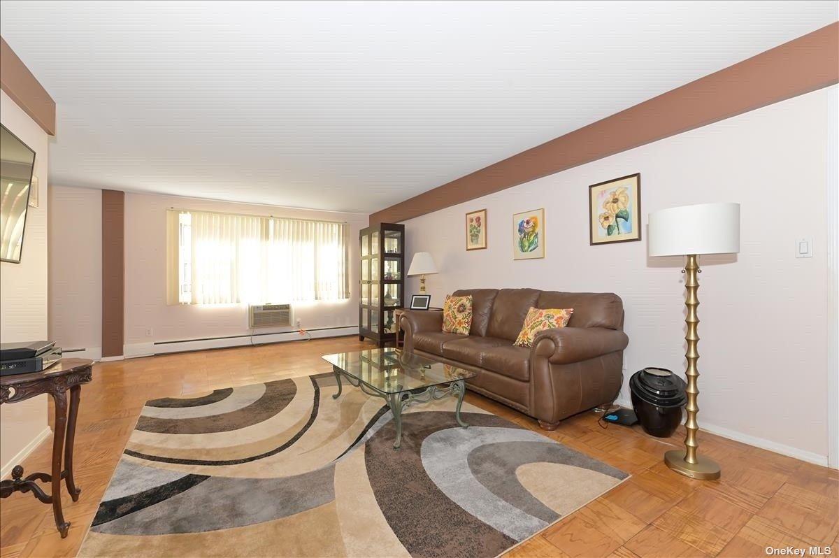 101 Lincoln Avenue 1J, Mineola, NY 11501