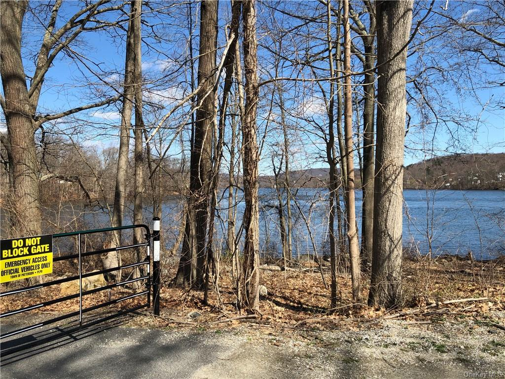 HANDYMAN SPECIAL -PRE FORECLOSURE 3RDD PARTY APPROVAL..  LAKE RIGHTS!  CAN BE YOUR DREAM LAKE HOUSE!  NO ACCESS. DRIVE BY ONLY