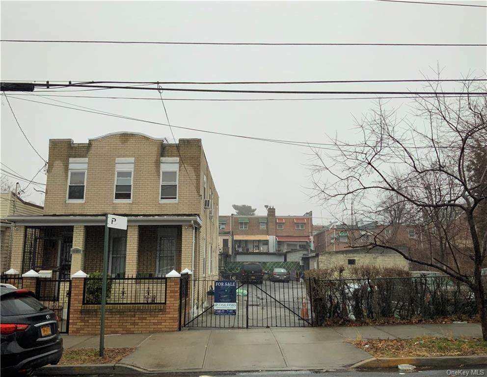 Property for sale at 1123 E 211Th Street, Bronx,  New York 10469