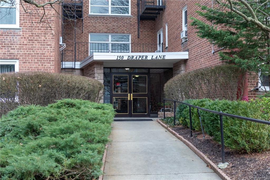 Coop in Greenburgh - Draper Lane  Westchester, NY 10522