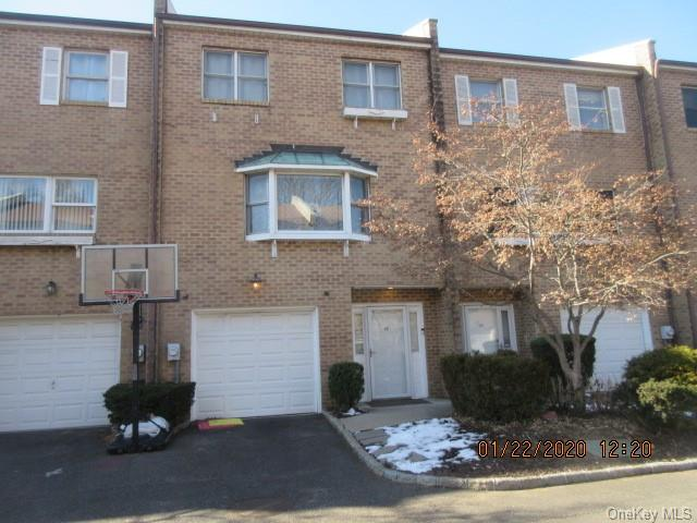 Property for sale at 137 Powerhouse Road Unit: 4W, Roslyn Heights,  New York 11577