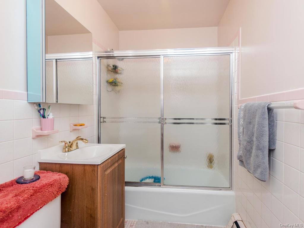 Single Family Shonnard Terrace  Westchester, NY 10701, MLS-H6014968-16