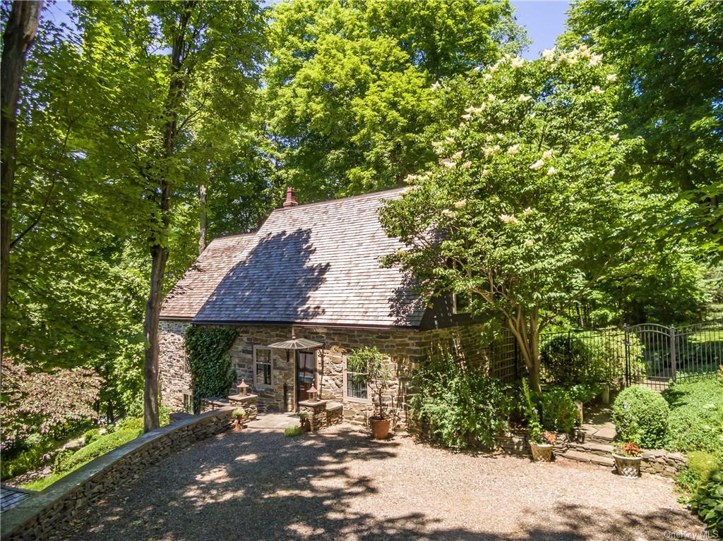 40 Barrytown Road, Red Hook, NY 12571