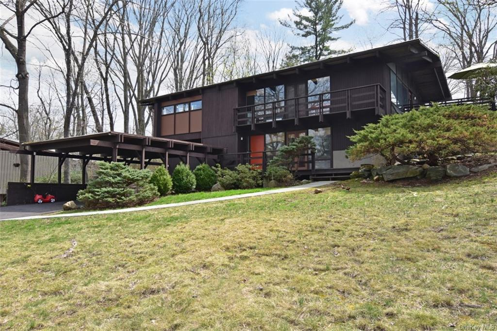 Property for sale at 19 Cottontail Lane, Irvington,  New York 10533