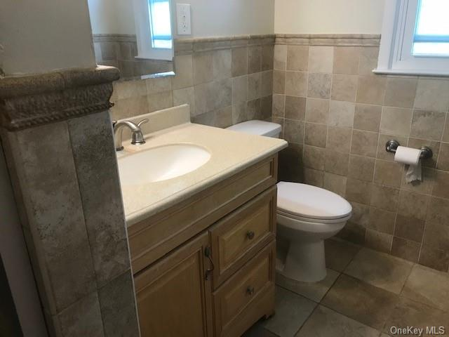 Second floor unit in West Harrison(Silver Lake) Large Eat in Kitchen, Large Liv. Room.,Master Bedroom, Bedroom, Bedroom,Bathroom  Laundry in unit, new appliances. Hardwood Floors. Won't last Credit report required,background check,application.