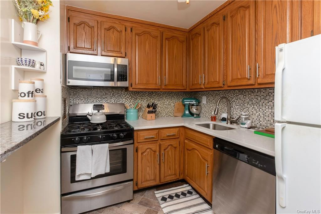 Rare opportunity to own one of the few large floorplan junior four apartment's at the Gentry. This apartment boasts hardwood floors, an open concept layout, generously sized rooms, recently updated kitchen, a formal dining room which can be easily converted into a spare room/ home office and laundry on every floor. Only a 3 minute walk to the metro north station (30 mins to grand central) and moments away from the Village of Tuckahoe. Abundant storage throughout, immediate assigned parking available, bike storage, eligible for membership at Lake Isle Country Club, and subletting allowed after 3 years. This apartment will not last in today's market!