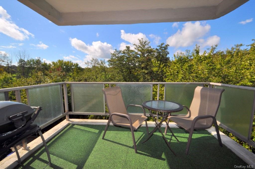Private Balcony with winter golf course views.  Great place for alfresco dining, entertain friends, or just enjoy the outdoors.