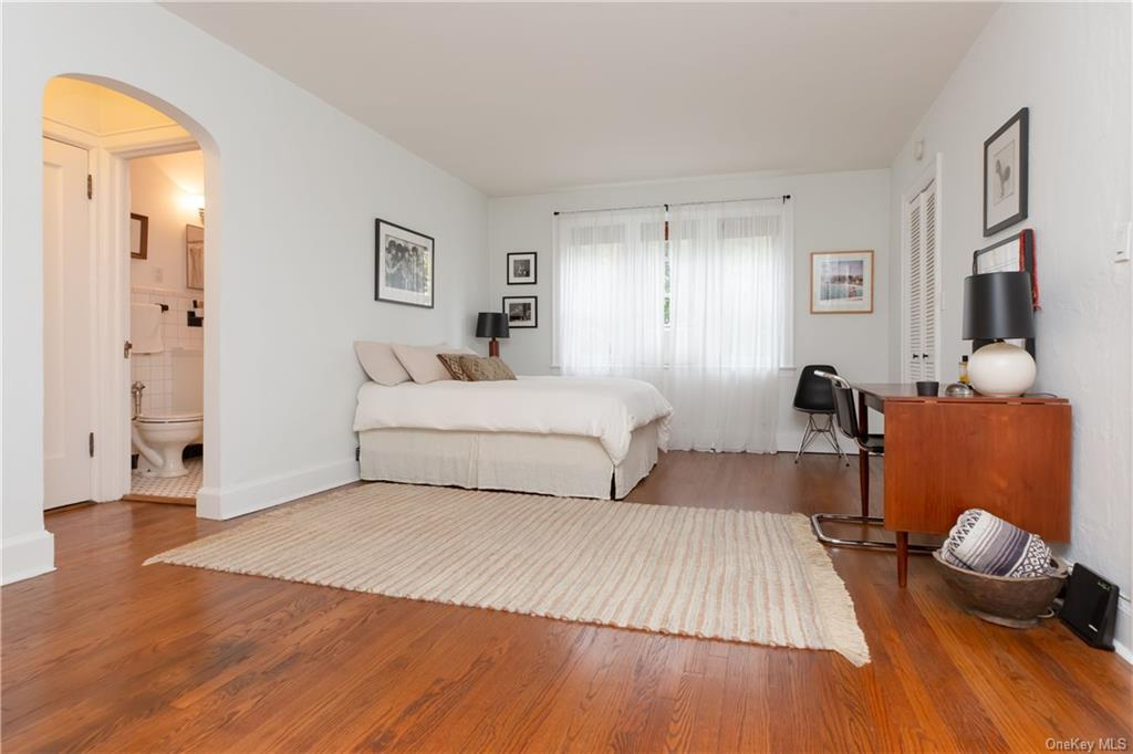 Rare opportunity at the Inverness House. This chic studio features hardwood floors throughout, an eat-in kitchen, abundant storage and is some of the most affordable Westchester County living you can find! The floorplan is perfectly designed for comfortable living.  Only a 10 minute walk to the Bronxville Metro North station (30 Minutes to Grand Central) and to the village of Bronxville. This apartment will not last in todays market!