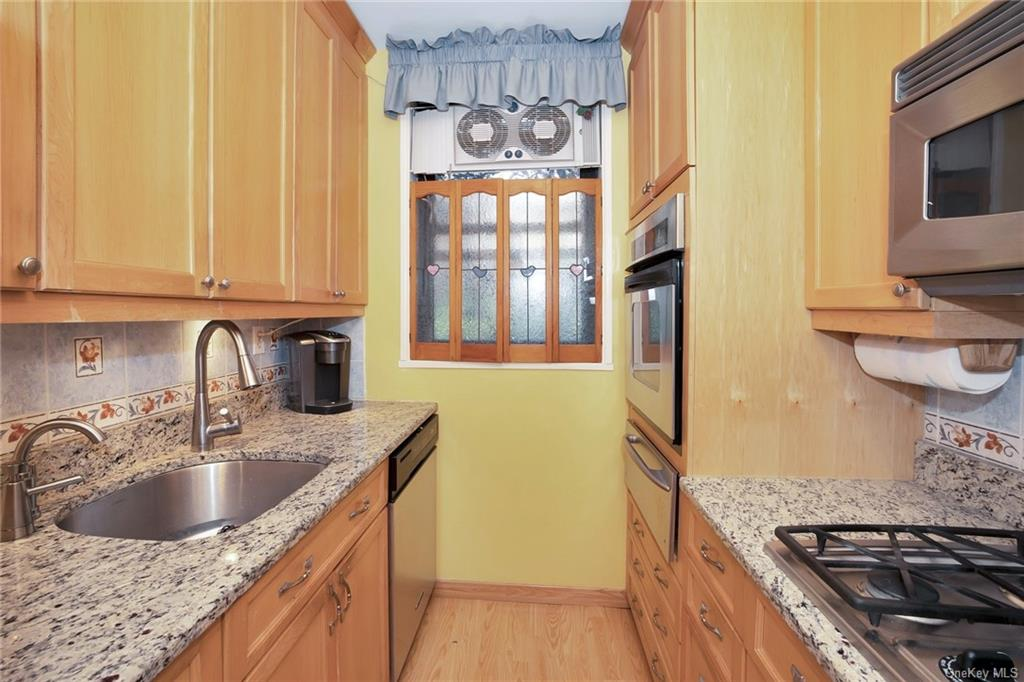 New Kitchen with custom wood cabinets, stainless steel appliances, granite counter tops & wood flooring.