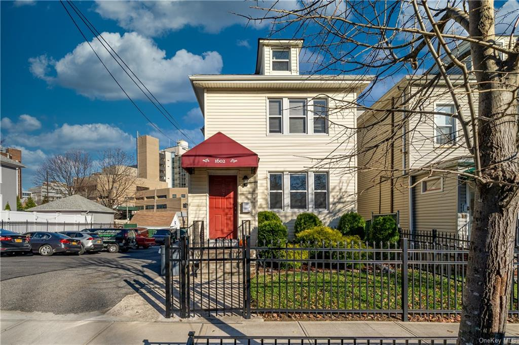 Commercial Lease in Bronx - Hering Avenue  Bronx, NY 10461