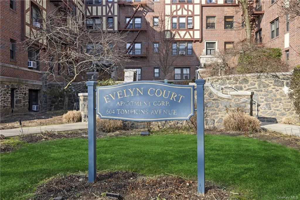 Welcome To Evelyn Court, one of the very few pet friendly buildings in the area.