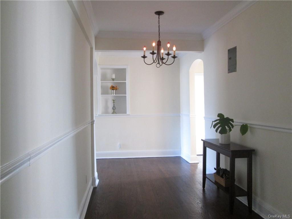 Welcome to 253 Garth Road, Unit 4K with Inviting Large Entry Hall!