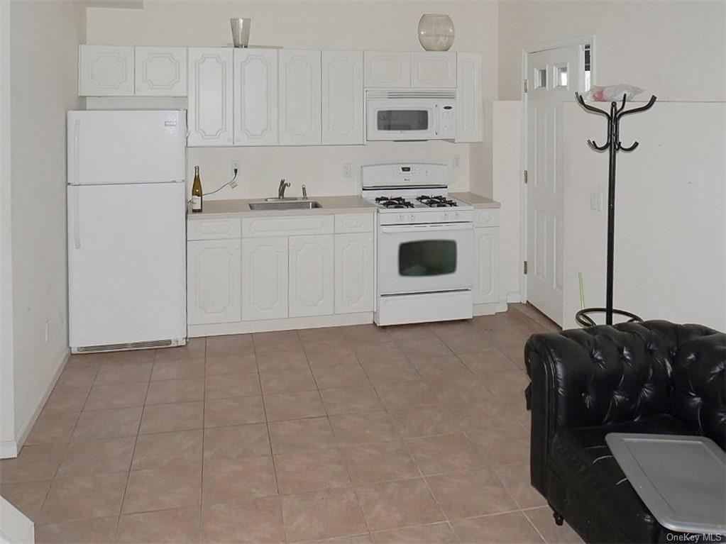 Single Family Junction Court  Staten Island, NY 10306, MLS-H6094483-23