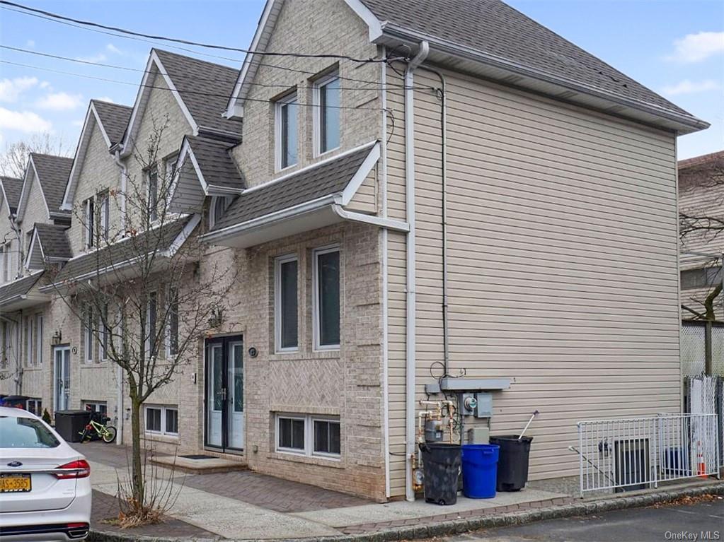 Single Family Junction Court  Staten Island, NY 10306, MLS-H6094483-19
