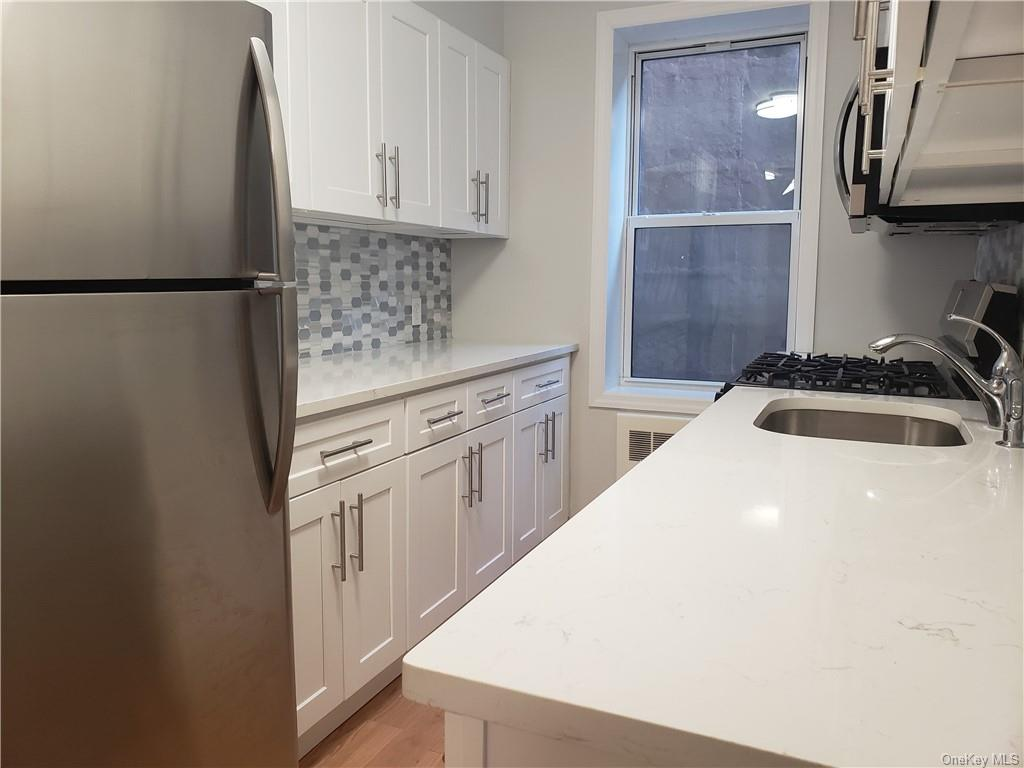 Rare opportunity to lease at Hawley Terrace. This newly renovated 1 bedroom apartment boasts hardwood floors throughout, stainless steel appliances, a walk-in shower, and abundant closet space. Just along the Hudson River and only a 5 minute walk to the Greystone Metro North Station. This apartment will not last, make your appointment today!