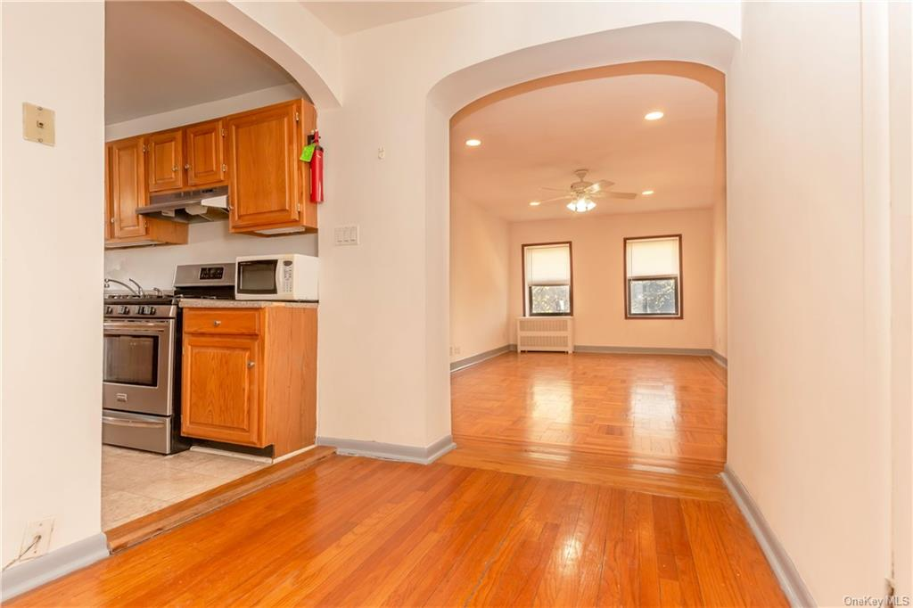 Rare opportunity to own at the Royal View Condominium. This one bedroom one bath features hardwood floors throughout, abundant storage, and an eat in kitchen. Natural light pours into this apartment located in the heart of Downtown White Plains and only a 12 minute walk to the White Plains Metro North Station. This apartment will not last in today's market.