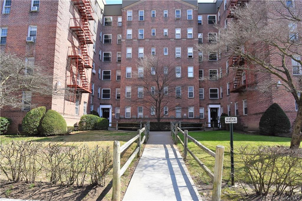 776 Bronx River Road B54