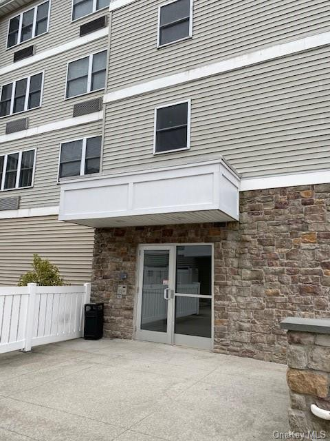 Perfect 3.5 room unit ,tastefully decorated and in good condition. Bright and spacious unit offers new Kitchen with all appliances along with Washer and Dryer in unit.Unit offers Kitchen , Liv.Rm./Din Rm. combo, Master Bedroom,  Bathroom, lots of closets indoor garage parking. Walk to Train Elevator close to all shops,restaurants and all forms of transportation. Easy to show