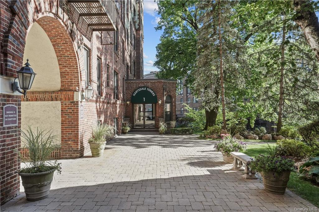 WELCOME HOME! Hartsdale Towers - 1 Columbia Avenue, A9