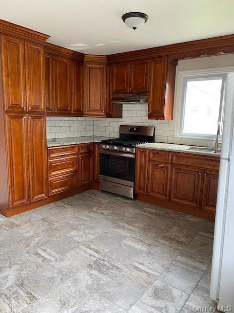 Just renovated large 4 room, 2 bedroom unit in 2 family home. Apartment offers Large eat in Kitchen with all appliances,huge living room with lovely hardwood floors, Master Bedroom, Bedroom, Bath. Attic will only be included for storage for a added fee.