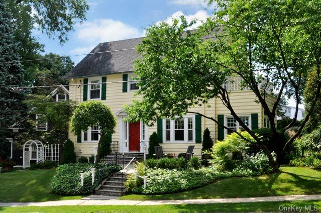 7 Thompson Street - an exceptional Crestwood Colonial.