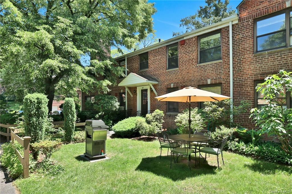 Welcome to 159 East Hartsdale Avenue located in the desirable complex of Country Club Ridge.