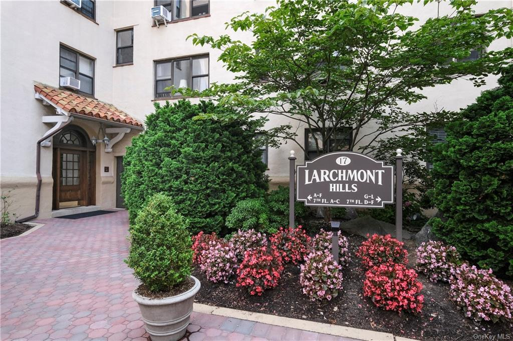 Larchmont Hills courtyard welcomes you