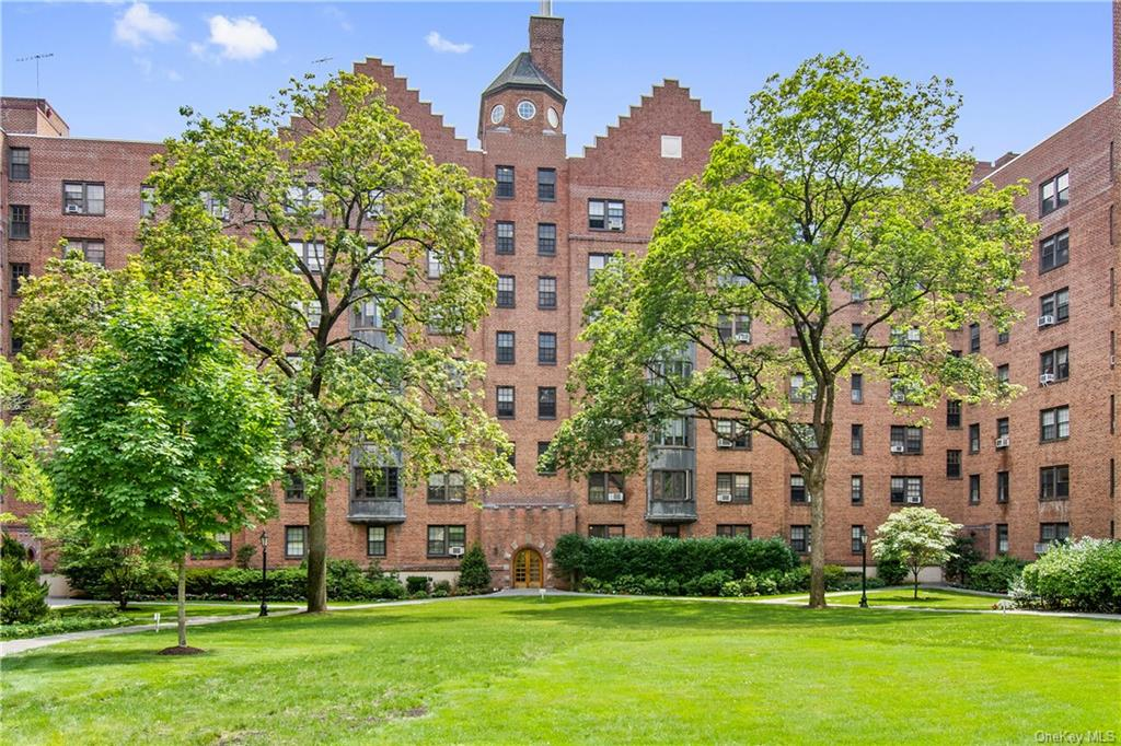 Eastern exposure welcomes one in the morning with energizing sunrises while sipping one's coffee or power shake. Beautiful start to the day! Shelving to left of window is ideal for plants, cookbooks, dishes or whatever one prefers! NEW STAINLESS STELL SAMSUNG APPLIANCES installed 6/22/21 - never been used!