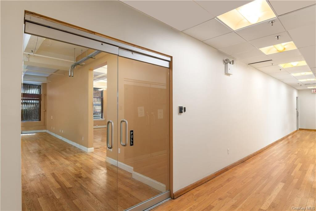 Commercial Lease in New York - 37th Street  Manhattan, NY 10018