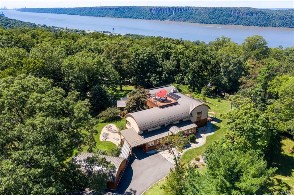 A Contemporary Eco-Friendly, Hilltop Oasis With Roof Top Deck And Hudson River Views
