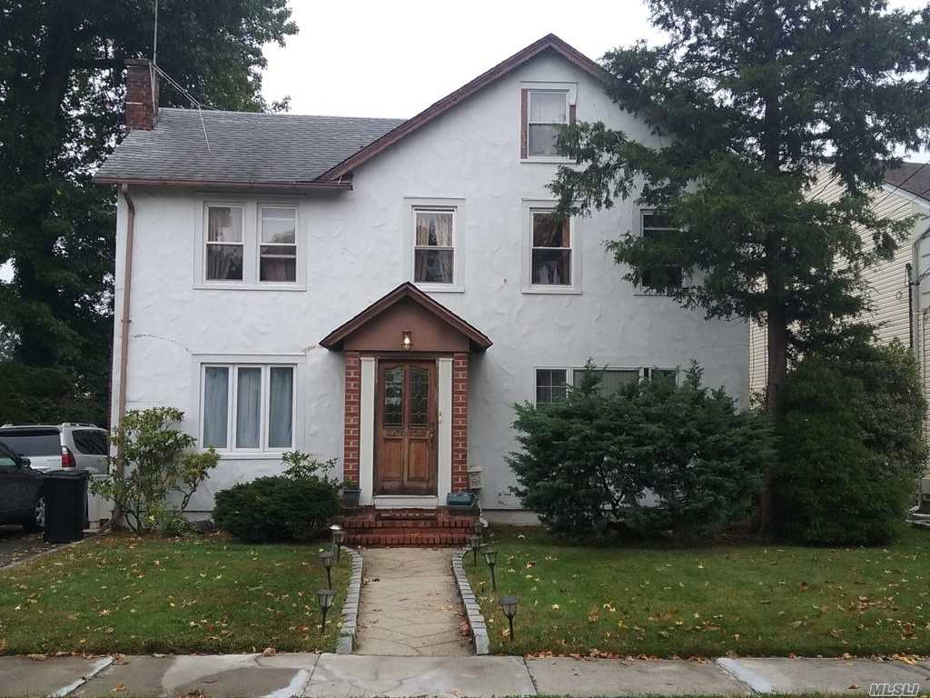 Property for sale at 11 W End Ave, Great Neck,  New York 11021