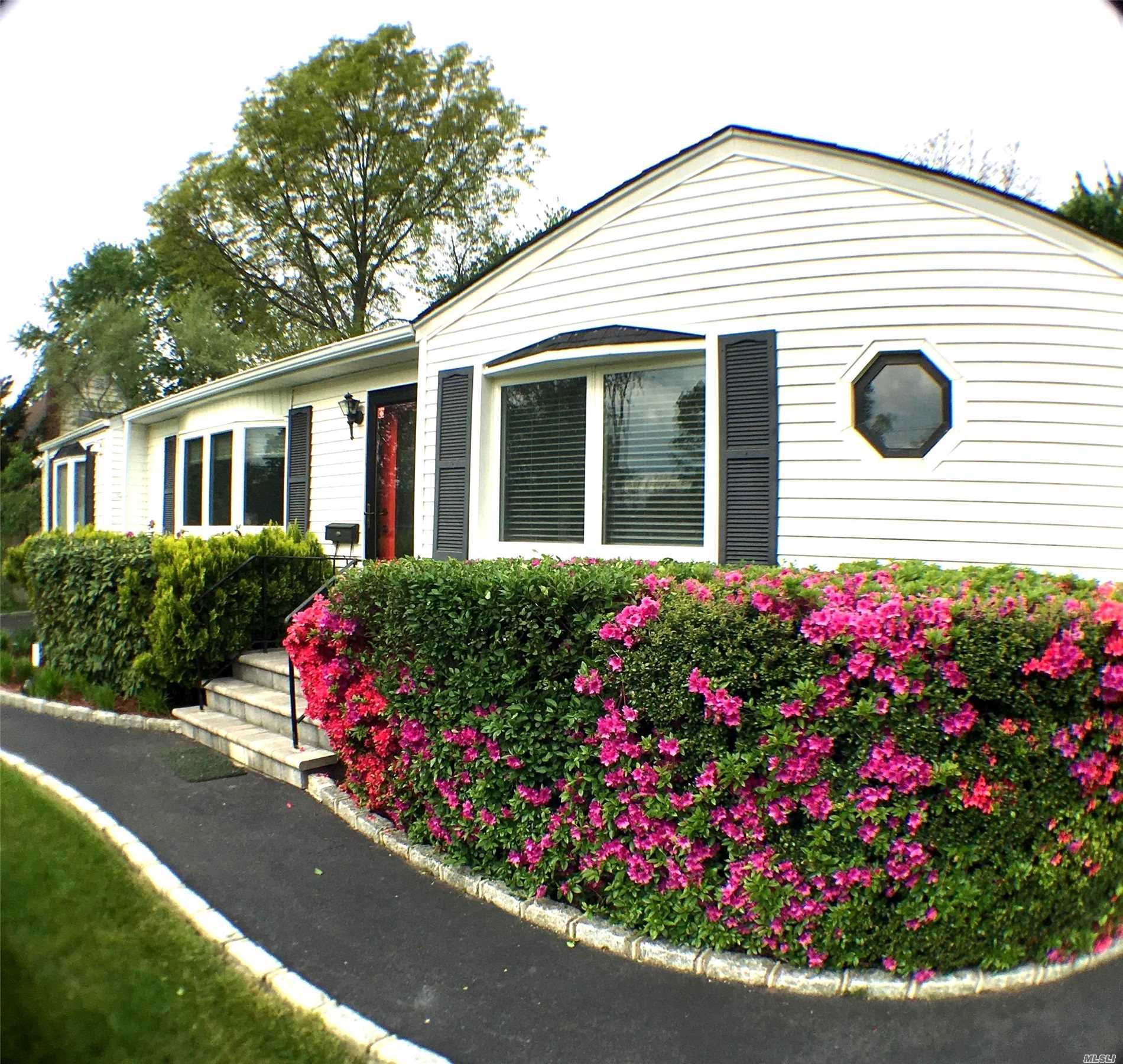 Property for sale at 1550 Potter Blvd, Bay Shore,  New York 11706