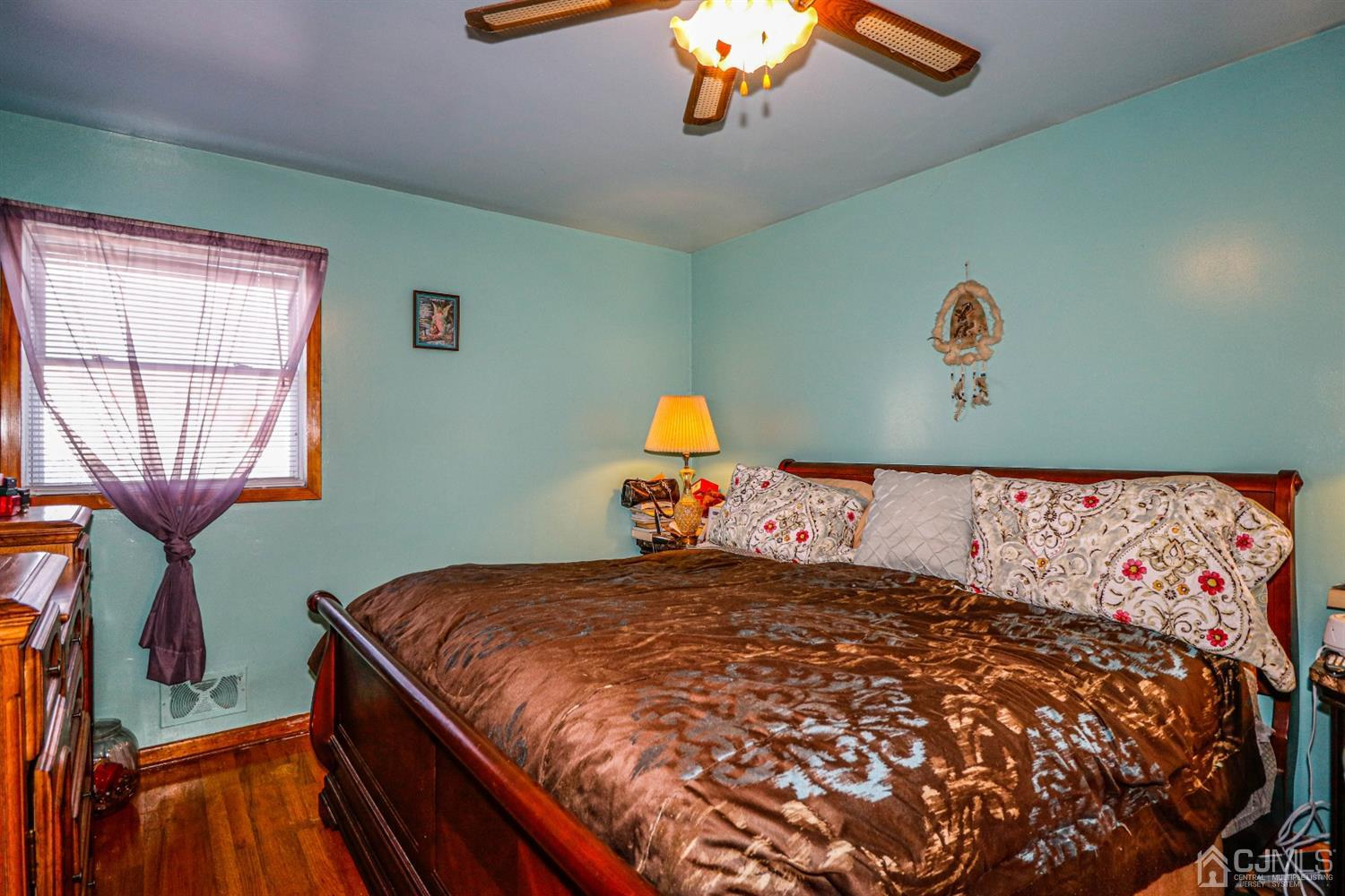 King size master bedroom with hard wood floors, two double closets, ceiling fan, two windows and 1/2 bath.